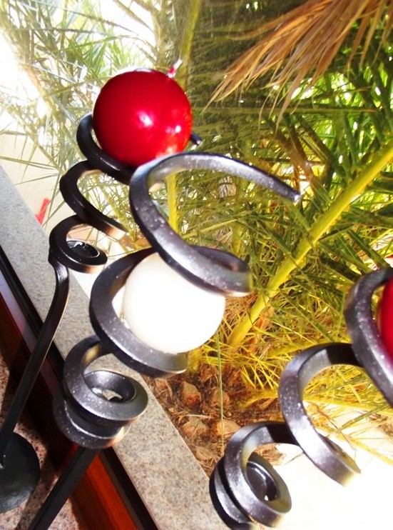 ARTISTIC CANDLE HOLDER IN WROUGHT IRON