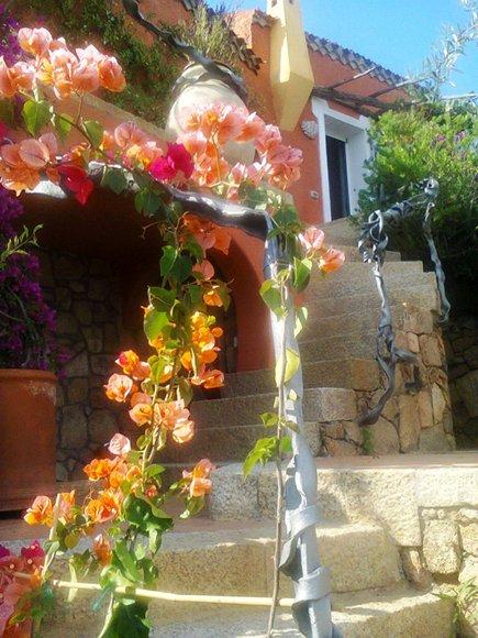 CORRIMANO EFFETTO FUSIONE DEL METALLO TRA I FIORI  Corrimano effetto fusione del metallo tra i fiori