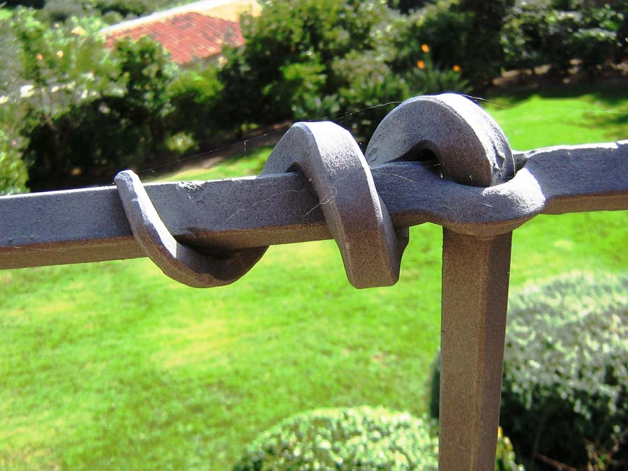 DETTAGLIO LAVORAZIONE IN FERRO BATTUTO ARTIGIANALE Dettaglio lavorazione in ferro battuto artigianale